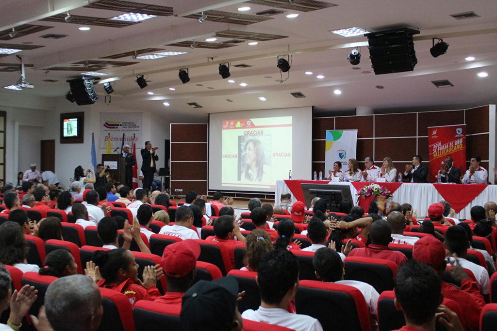 Emotiva despedida brindaron los deportistas y dirigentes deportivos a gerente saliente, Clara Luz Roldán