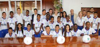 Niños 'Valle Oro Puro' de las Escuelas Sociodeportivas del Real Madrid viajan rumbo a España