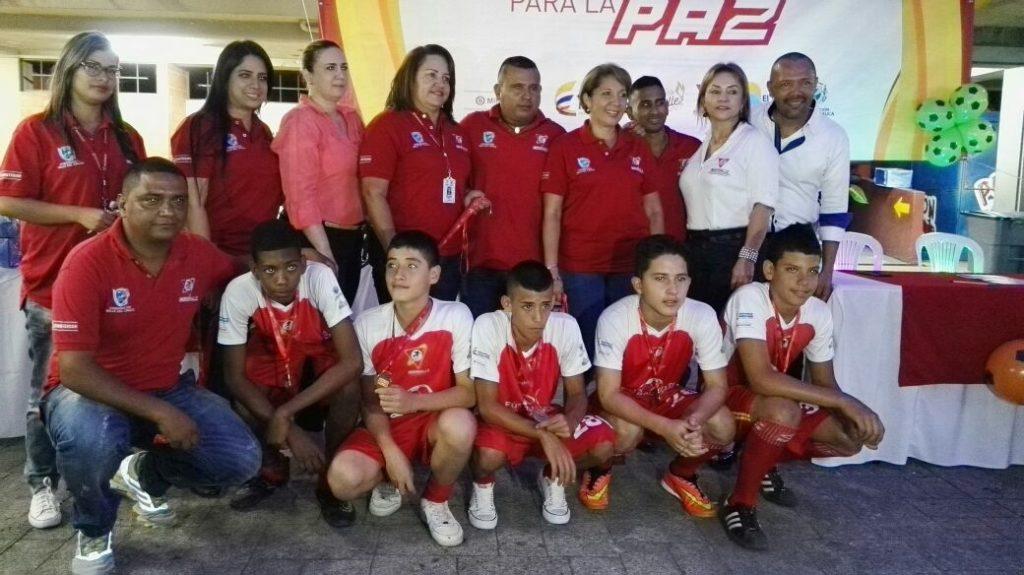 Cali le dio la despedida al programa Fútbol Mixto para la Paz
