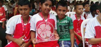 Los niños y niñas del barrio Fabio Salazar de Cartago, asistieron a la clausura del programa Fútbol Mixto para la Paz