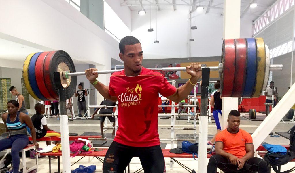 El amor a las pesas y el deporte, hacen de Stewar Mosquera un campeón de la vida