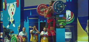 Vallecaucana Valeria Rivas logró tres medallas mundiales de pesas en Tailandia