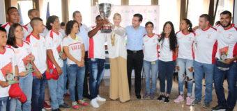 Deportistas 'Valle Oro Puro' levantaron trofeo de campeones en Juegos de Mar y Playa 2017