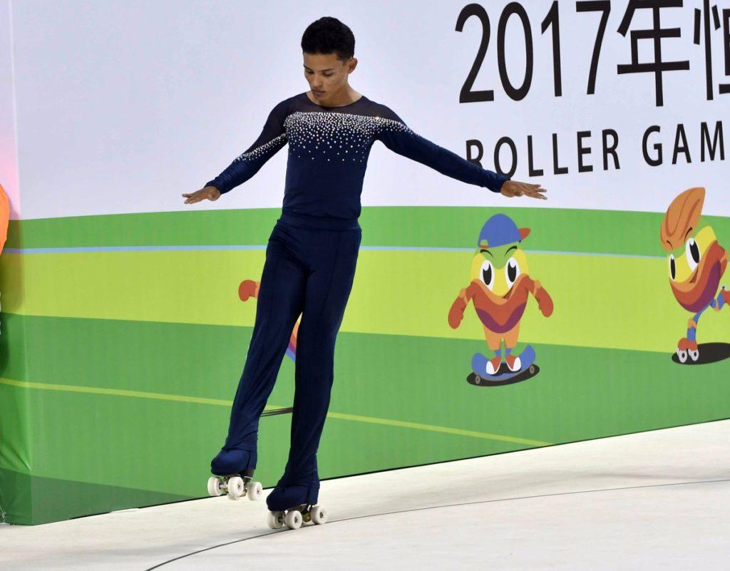 Valle Oro Puro luce con medalla en los Roller Games