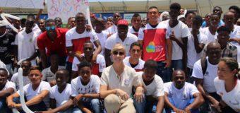 Gobernadora Dilian Francisca Toro entregó guayos a jóvenes deportistas de Buenaventura
