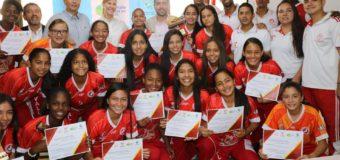 Gobernadora del Valle exaltó triunfos del patinaje y el fútbol femenino del departamento