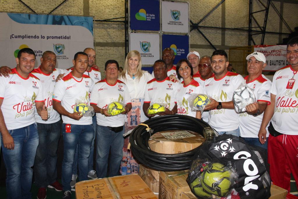 Gobernadora del Valle entregó implementación a los Semilleros Deportivos para la Paz