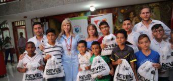 Niños de las Escuelas Sociodeportivas del Real Madrid en el Valle recibieron nueva indumentaria