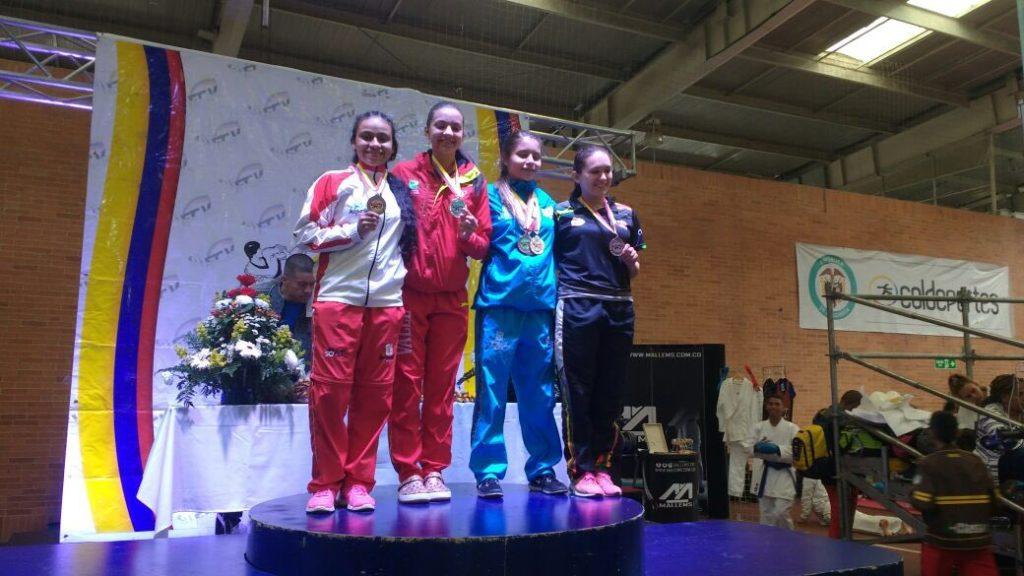 Imponiendo experiencia, los mayores del Valle Oro Puro se quedaron con el título nacional de Karate