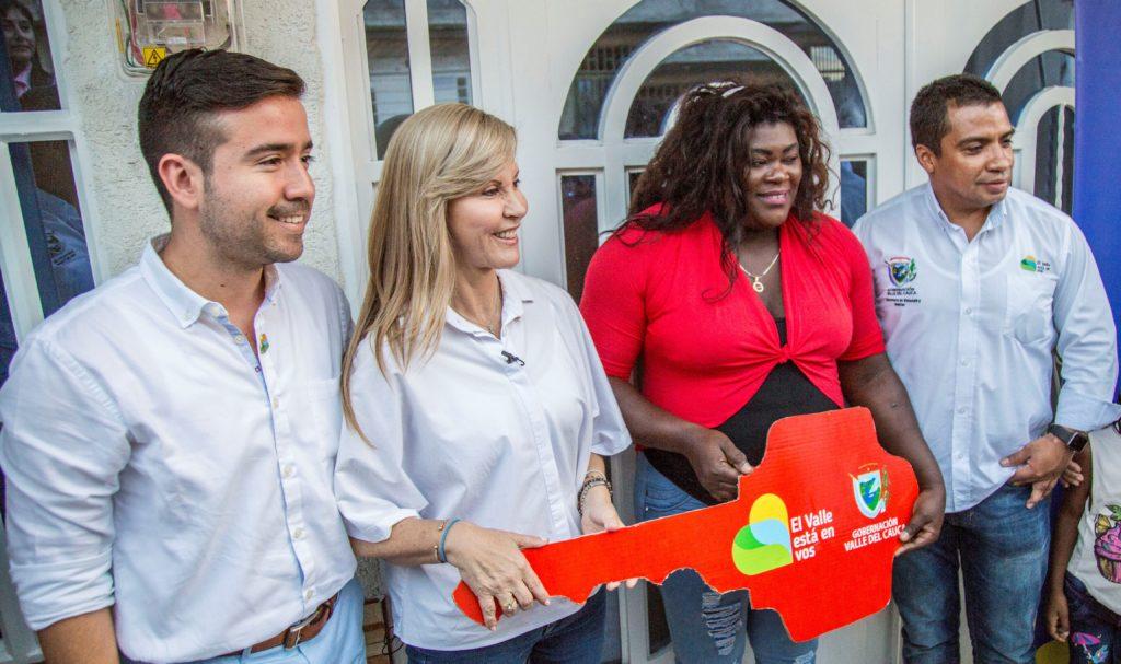 Sandra Lemos y Flor Denis Ruiz estrenaron vivienda propia con apoyo de la Gobernación del Valle