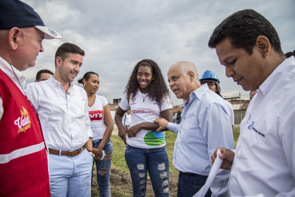 Gerente de Indervalle inspeccionó construcción de pista de atletismo en Pradera