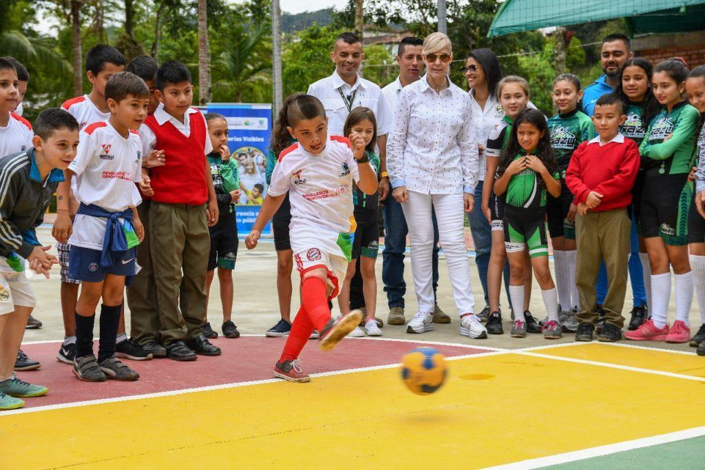 Gobernadora del Valle entregó cuatro obras de infraestructura deportiva, en el municipio de Versalles