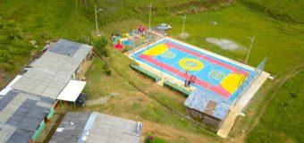 En la vereda Aures de Caicedonia, Indervalle entregó nuevas obras de infraestructura deportiva