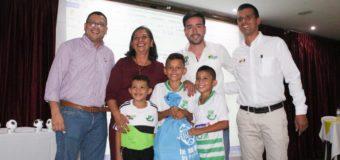 Niños que participarán en la Copa América Zarzal 2019, ya cuentan con su indumentaria deportiva, gracias a la Gobernación del Valle e Indervalle