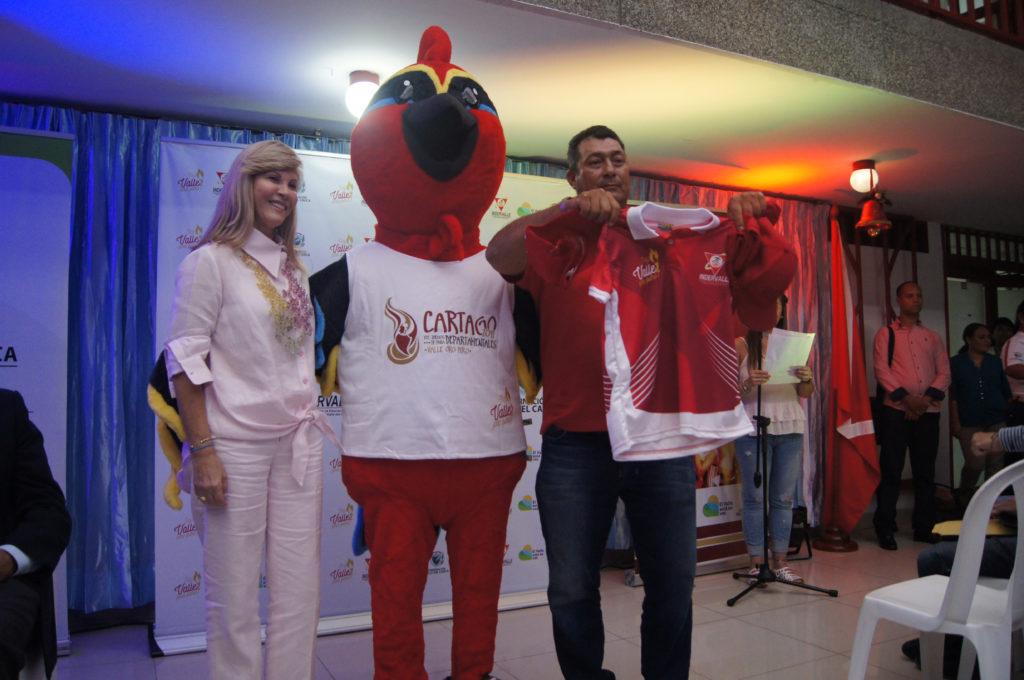 Indervalle entrega indumentaria para inauguración de los Juegos  Departamentales y Paradepartamentales 2019