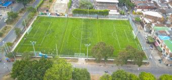 La comuna 12 de Cali cuenta con la primera cancha sintética fútbol 11 en la ciudad