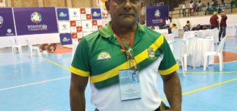 A través de un deporte como el levantamiento de pesas, un entrenador rescata del peligro a jóvenes en Buenaventura
